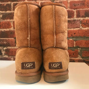 UGG Shoes - ⚡️UGG CLASSIC SHORT II BOOTS [PRE-OWNED, SIZE 9]⚡️